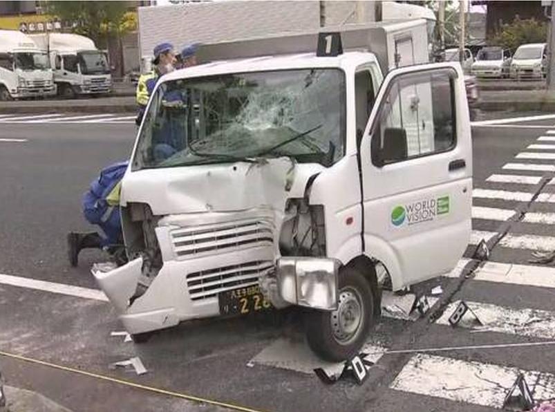 日本有輕型貨車撞向幼稚園師生,傷者包括4名兩歲童。(網圖)