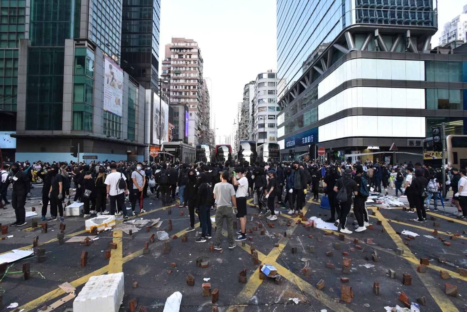 旺角多處有示威者堵路。