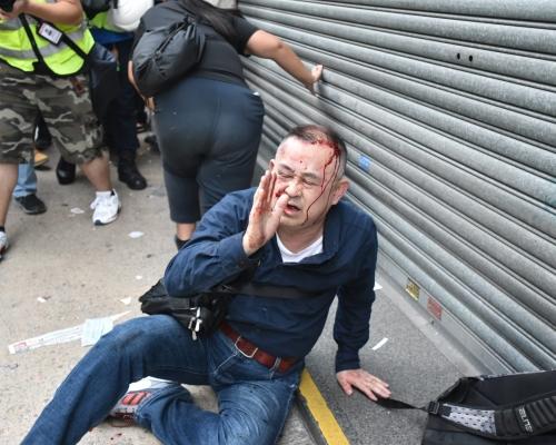 【大三罷】示威者彌敦道堵路 日遊客途經影相誤為內地人被「私了」