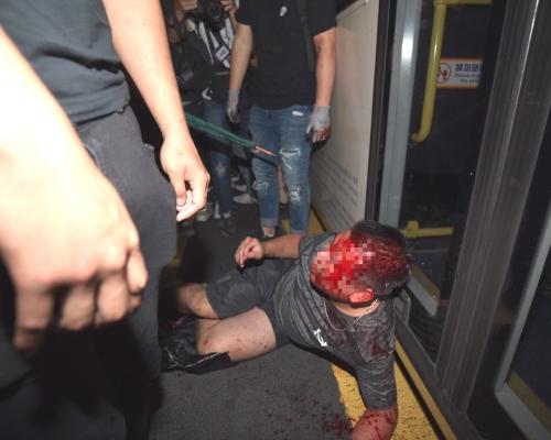 【大三罷】旺角示威者圍毆司機及途人 防暴警催淚彈驅散