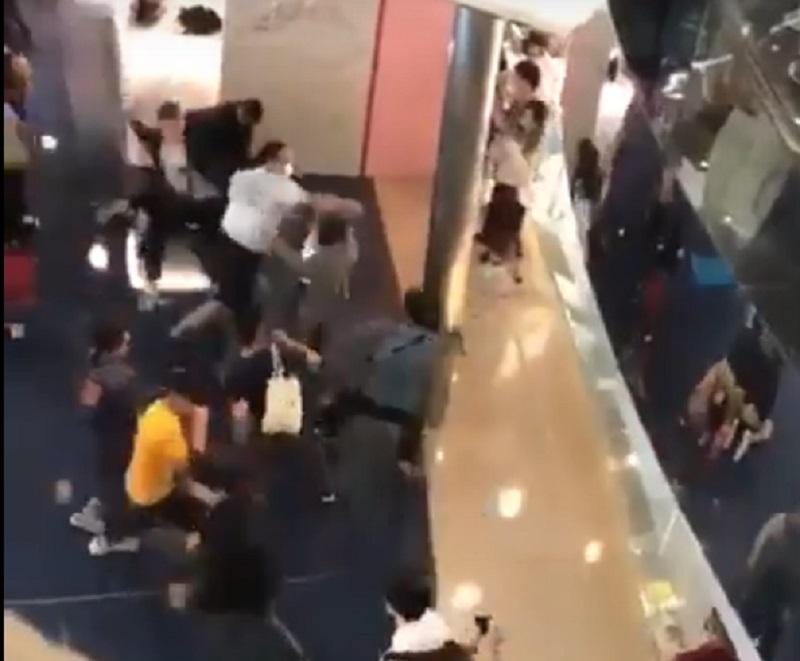 又一城有人協助示威者逃脫。網上截圖