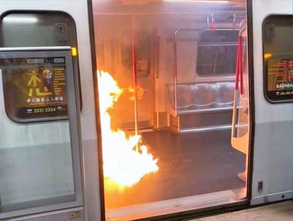 葵芳站今日有車廂起火。網圖