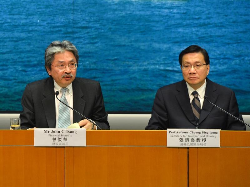 前財政司司長曾俊華、前運房局局長張炳良。資料圖片