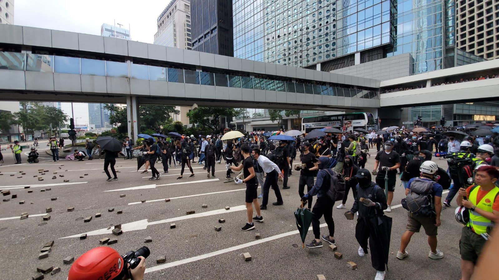 示威者堵路。