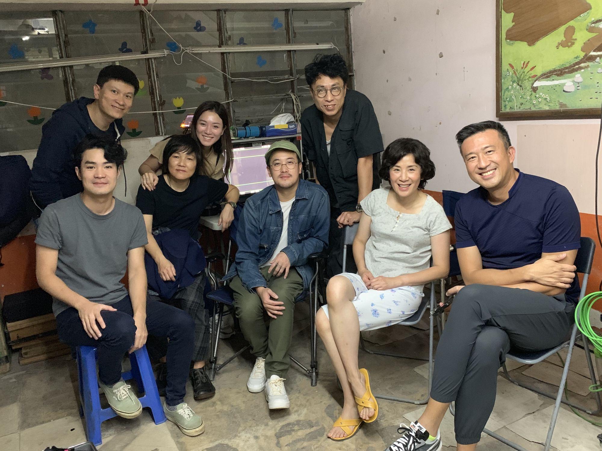 日前拍攝期間,新婚的曾國祥及王敏奕去探班支持「蘇媽」吳君如和導演尹志文。