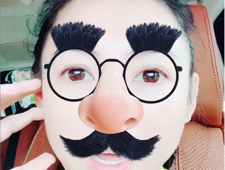 張栢芝化身鬍鬚伯伯去街巿買餸。