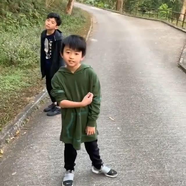 唔經唔覺,張栢芝大仔Lucas已經12歲,二仔Quintus已經9歲。
