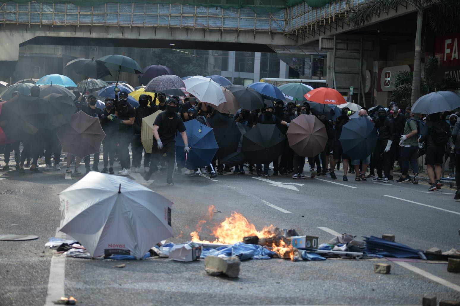 示威者癱瘓交通