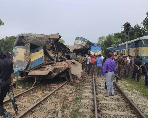孟加拉兩列火車迎頭相撞 疑無跟訊號行駛?致16人死