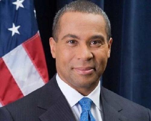 麻省前黑人州長籌組助選班底 疑競逐民主黨總統提名