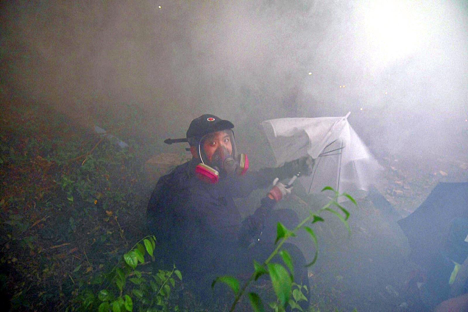 警方晚上再發射催淚彈驅散。