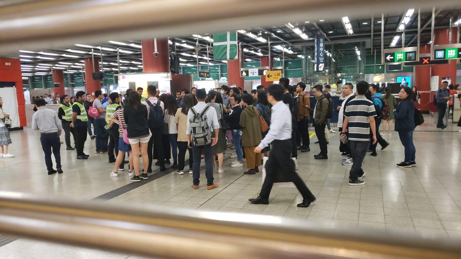 港鐵多個車站服務受影響。