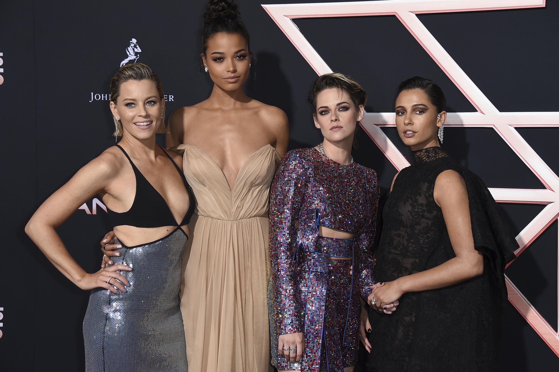 (左起)《神》片導演伊莉莎白、Ella、姬絲汀和Naomi齊撐新片。