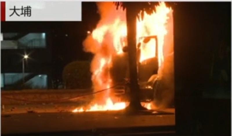 貨車陷入火海。有線新聞截圖