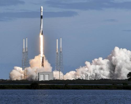 美國SpaceX發射60枚衞星 為全球提供高速互聯網服務