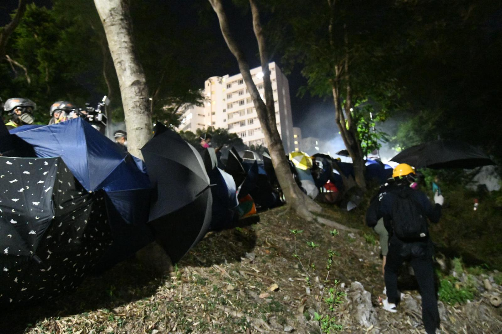 警方發射催淚彈