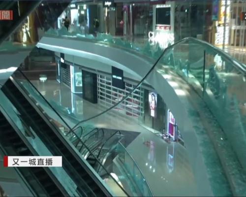 【大三罷】示威者闖又一城大肆破壞 粉碎玻璃砸升降機門