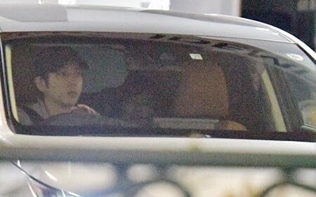二宮與伊藤曾被攝得同車前後坐。