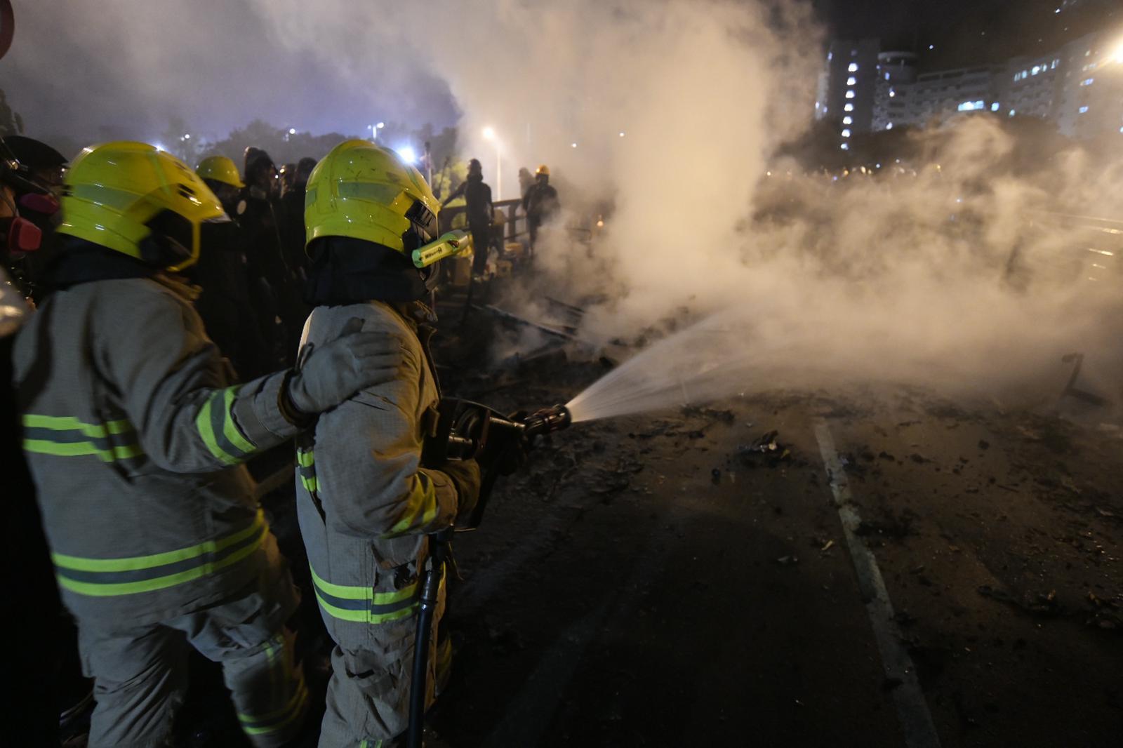消防員救火
