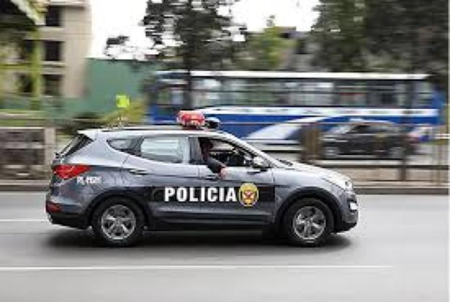 秘鲁巴士坠300米深谷13死15人伤