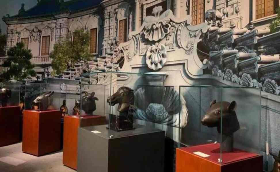 捐贈儀式後,馬首被置於國家博物館展廳中央