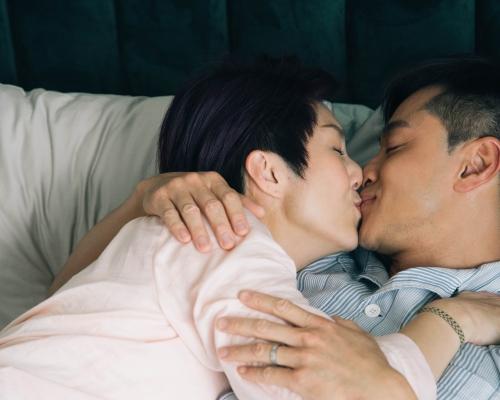 千嬅瞓身演《多功能》 同「老公」黃浩然咀完又咀