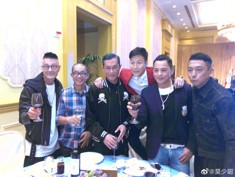 林國斌跟莫少聰、古天樂、姜皓文和盧惠光合照。