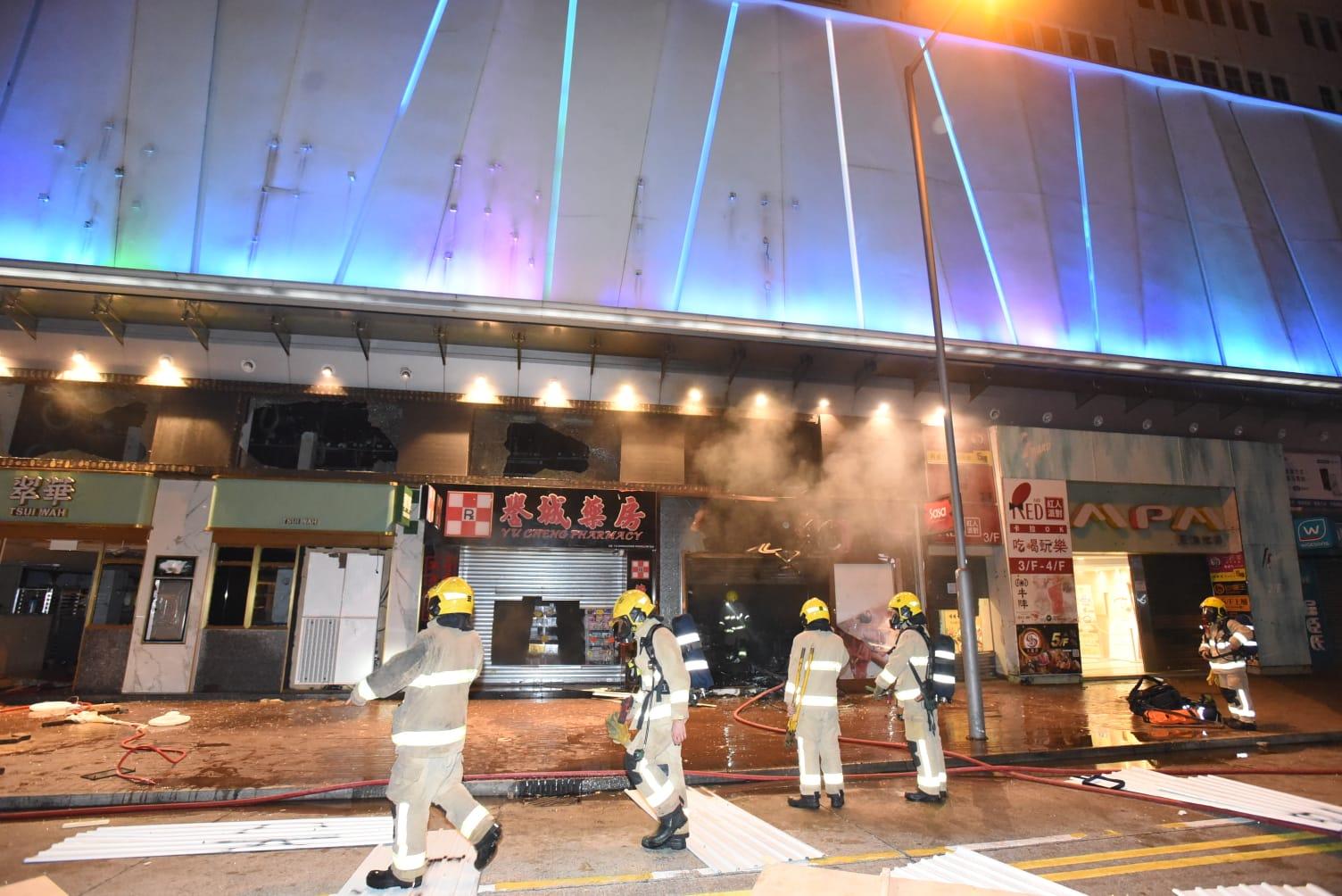 莎莎化妝品店起火,消防到場將火救熄。