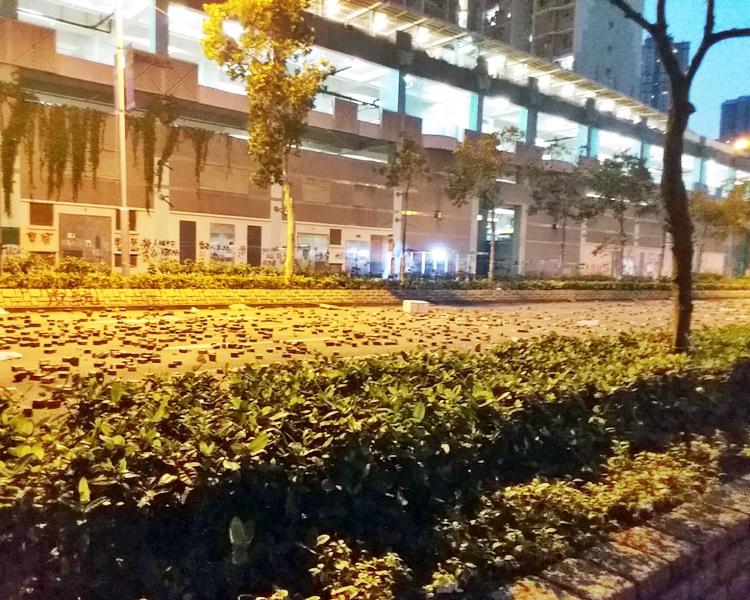 【大三罷】將軍澳尚德停車場對出連日堵路 巴士無法通行