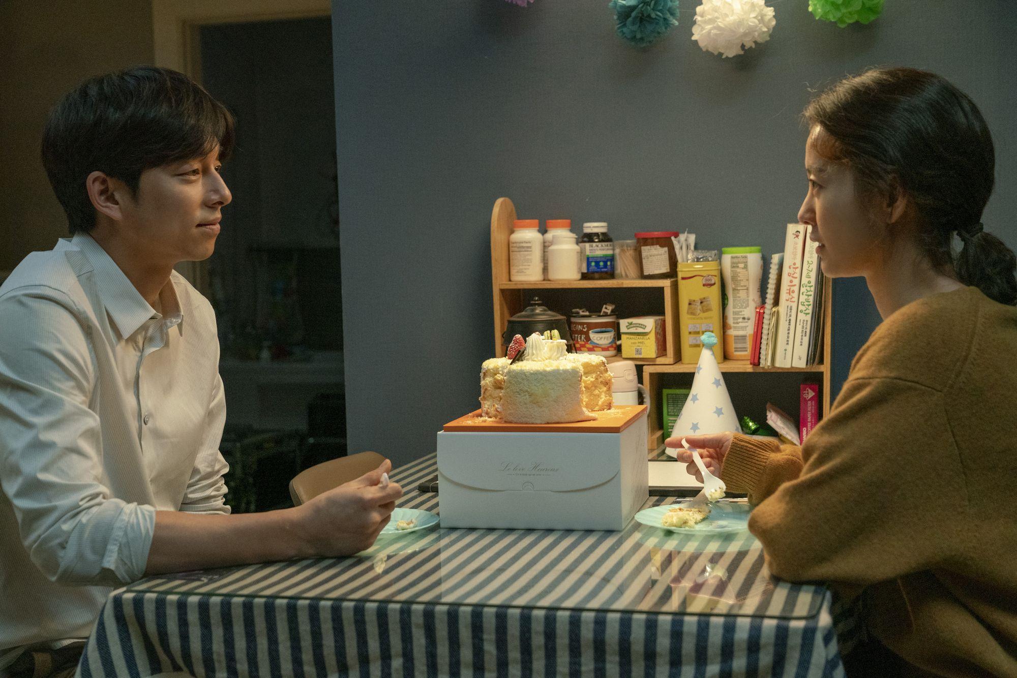 電影改編自狂銷100+萬冊的韓國爭議性得獎小說,兩人在戲中飾演夫婦。