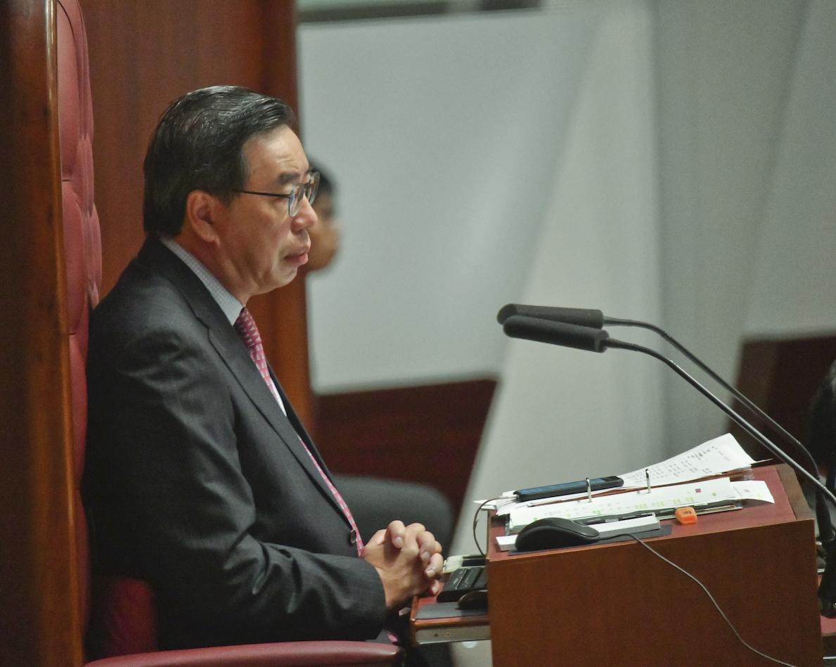 主席梁君彥暫停會議處理。