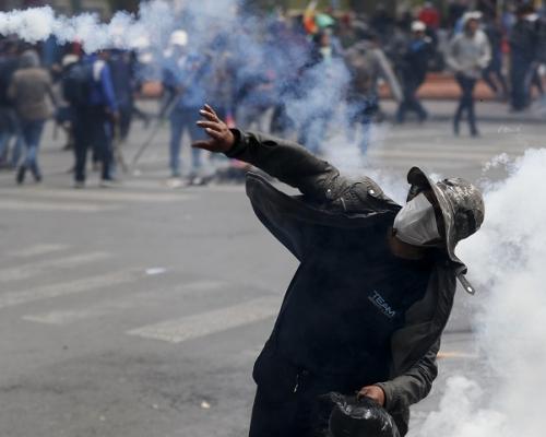 美承認玻利維亞臨時總統阿涅斯  首都繼續再爆衝突