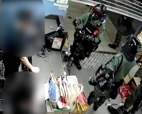 警員被質疑店內偷可樂 優品360公開CCTV顯示肩膀有疑似小型滅火筒