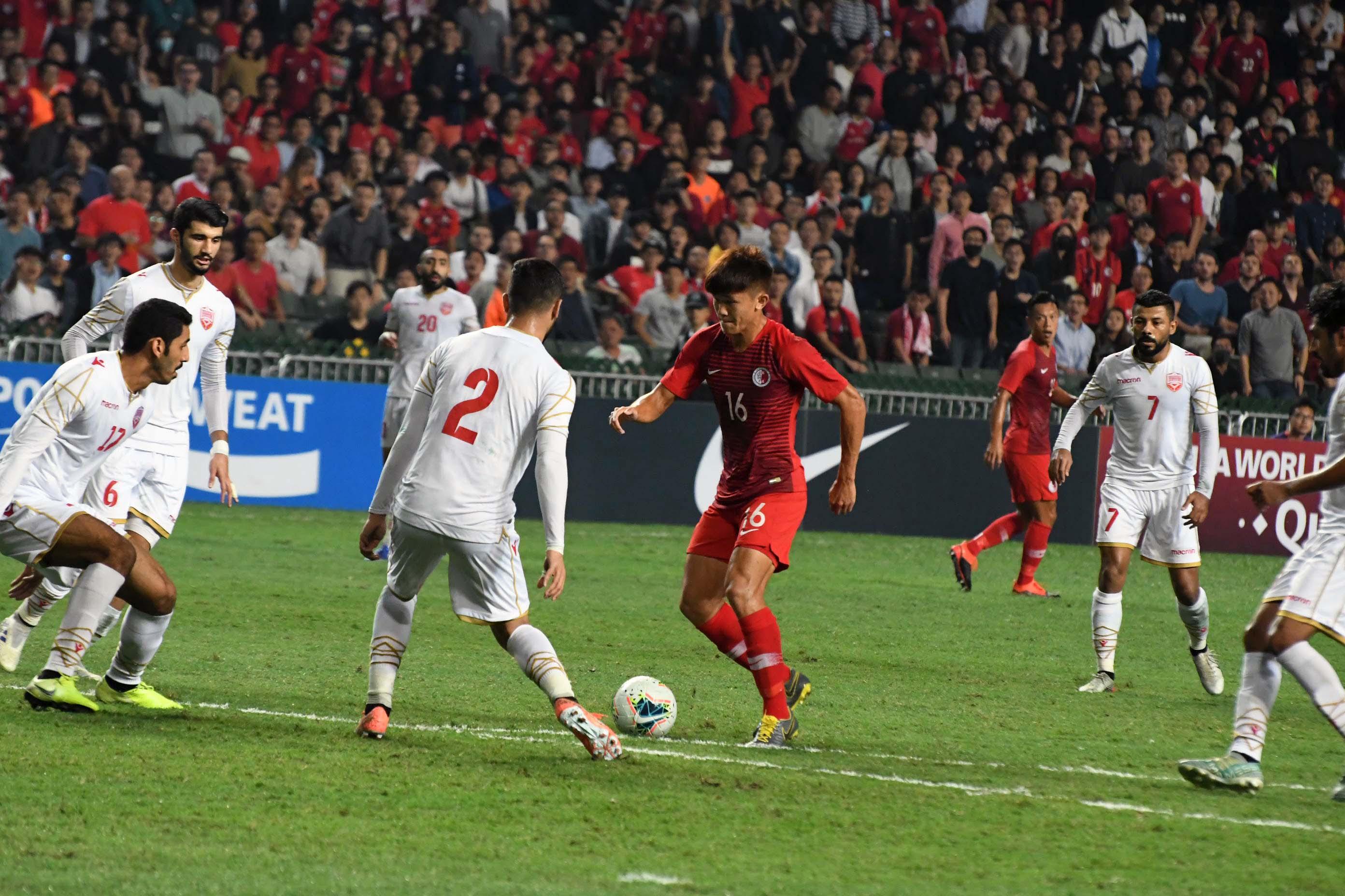 陳俊樂(紅衫)於中場表現活躍。郭晉朗攝