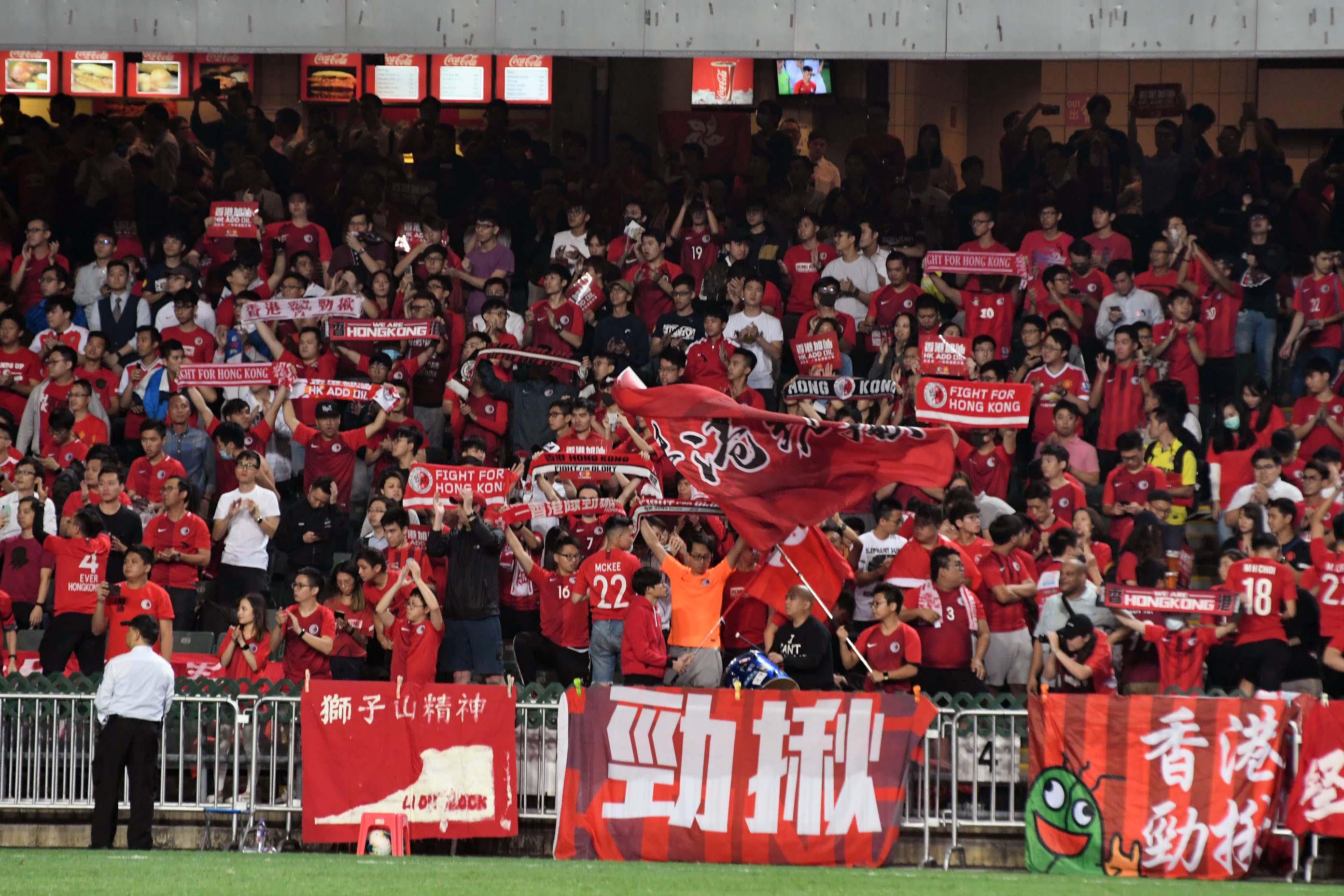 港足賽事吸引逾四千五百名球迷入場支持。郭晉朗攝