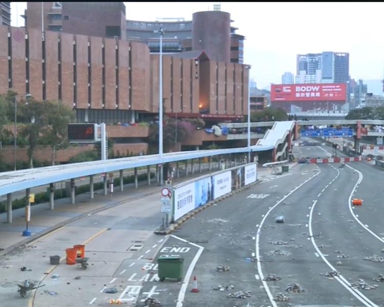 紅隧出入口連接理大的天橋一帶。港臺新聞截圖