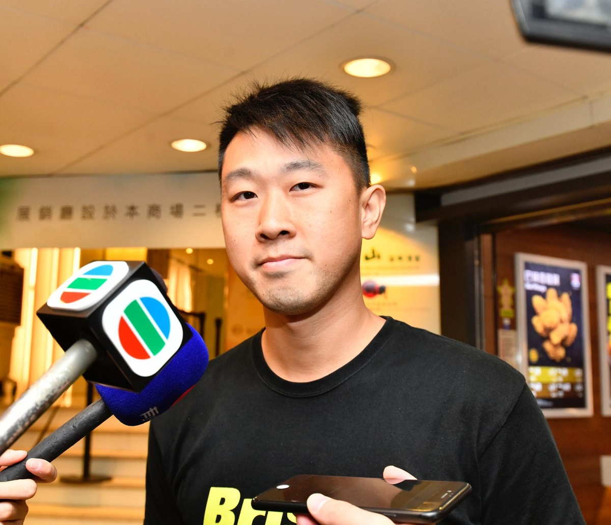 頭籌買家李先生認為社會氣氛不穩才是入市良機。