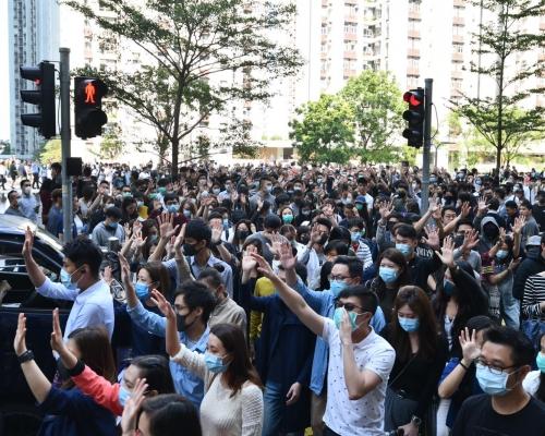 【大三罷】群眾中環太古聚集 佔路遊行築路障