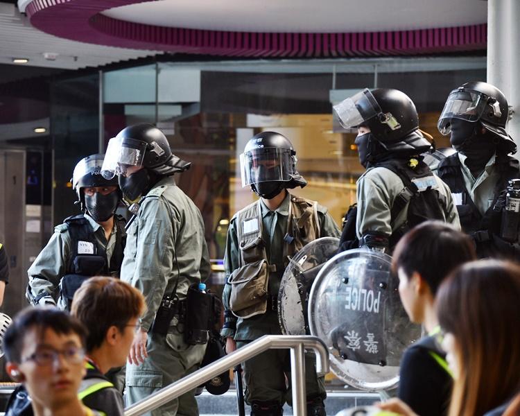 警方在屯門展開驅散行動。資料圖片