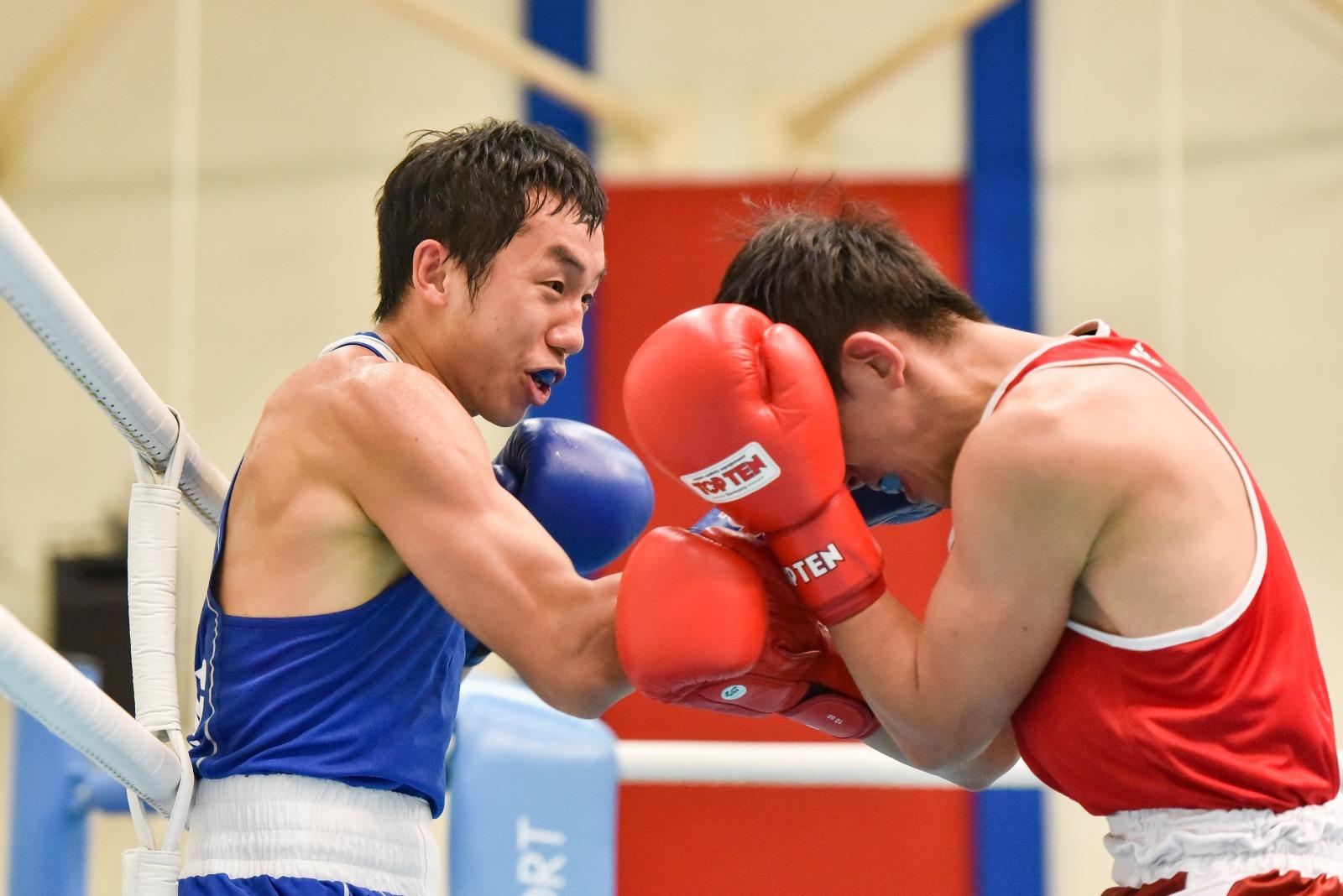 曹星如(左)周五突現身北河街體育館出戰港隊奧運選拔賽。