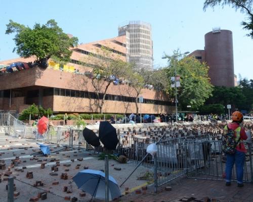 理大呼籲師生離開暴力混亂校園 促校外激進示威者離開