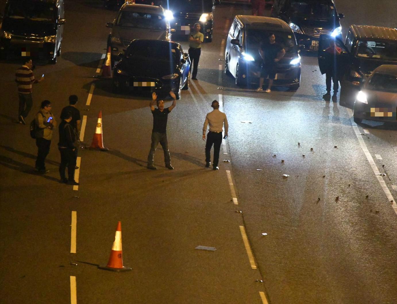 示威者傍晚再堵塞吐露港公路。