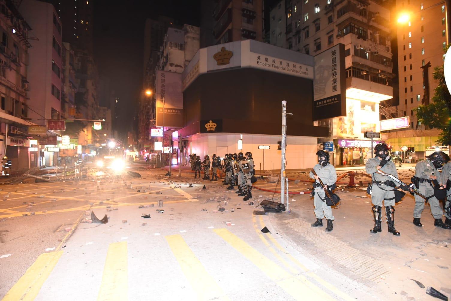 中信銀行分行外被縱火。