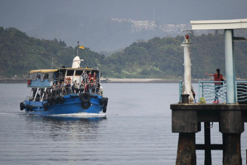 政府提供免費渡輪服務,來回烏溪沙公眾碼頭至大埔海濱公園碼頭。
