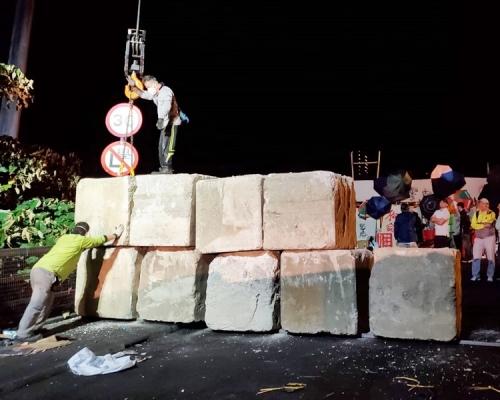 【大三罷】港府石躉封中大二號橋 防吐露港公路再被堵