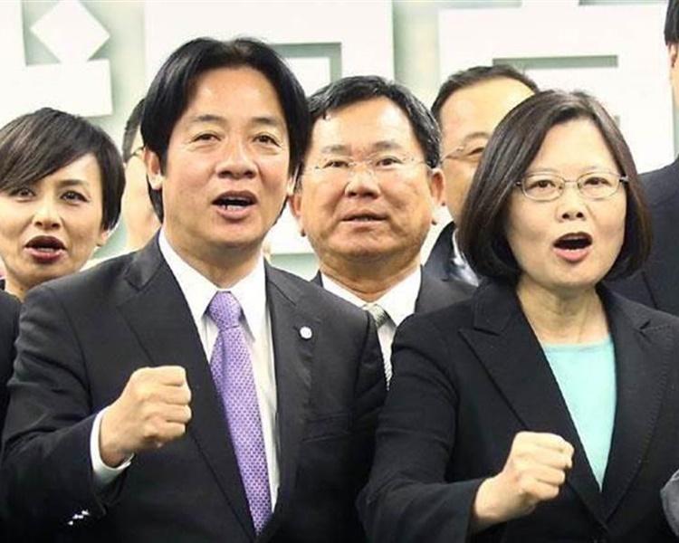 蔡英文以「蔡賴配」參加明年的總統大選尋求連任。