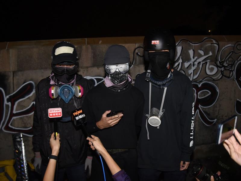 黑衣人日前召開記者會向政府發出「最後通牒」。資料圖片