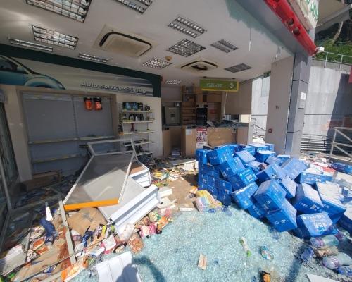 【修例風波】歌和老街中石化油站遭搗亂 便利店凌亂油槍墮地
