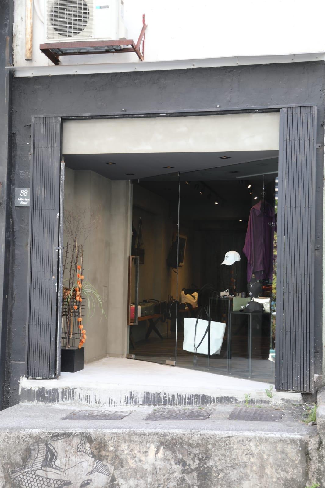 店舖昨日有開燈但沒營業。