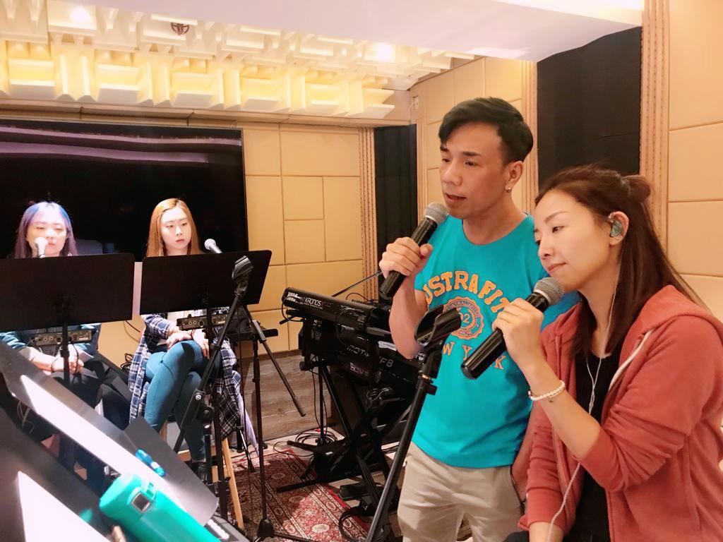 李國祥有情有義,就算改咗期都堅持為Amy處女個唱做嘉賓。